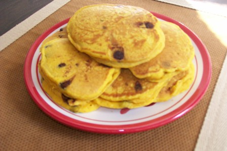 pumpkin-chocolate-chip-pancakes